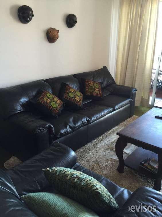 Sala con sillones de cuero